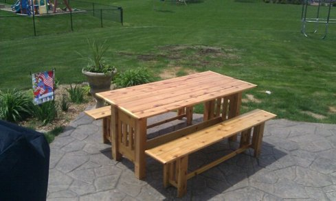 Very Sturdy And Heavy Duty. Comfortably Seats 6 People. This Picnic Table  Has Two Separate Benches And Is Completely Made From Redwood Cedar.